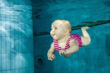 nauka pływania dla niemowląt